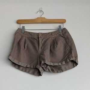Juicy Couture Cuffed Pleated Khaki Shorts Size 4